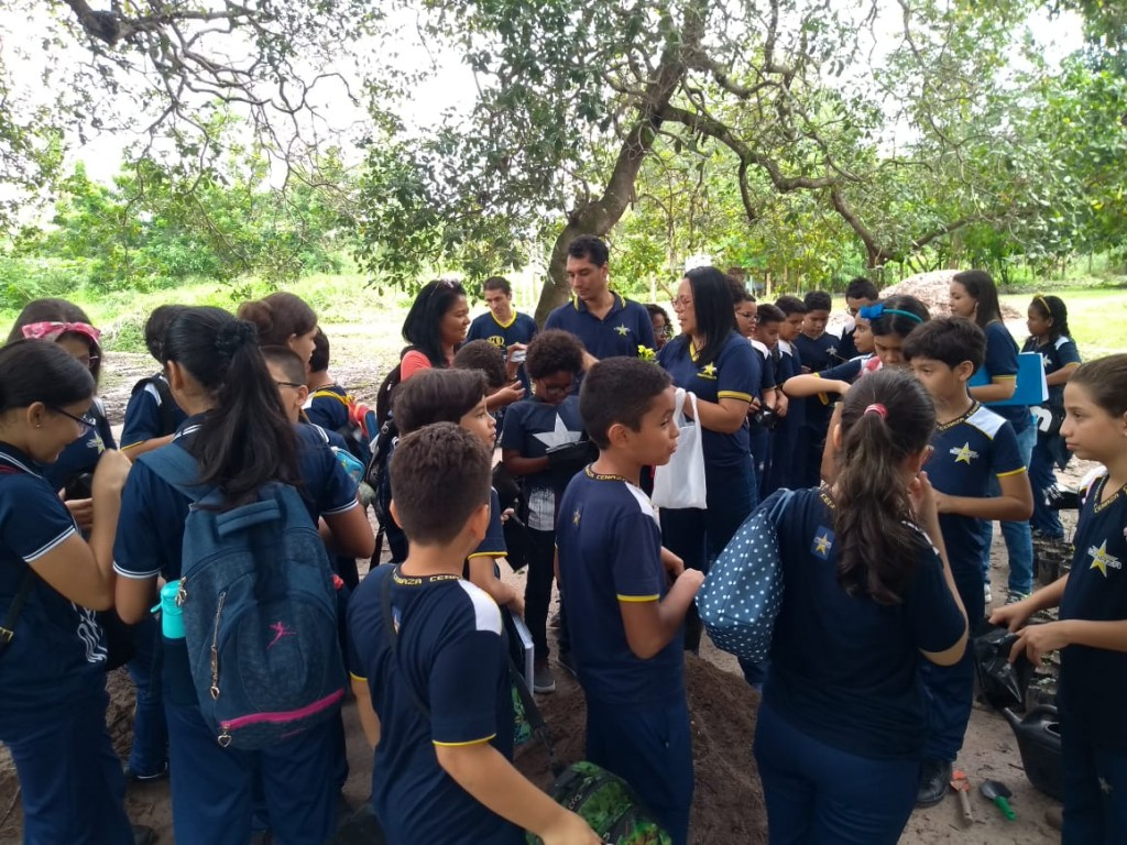 Alunos do CENAZA na Fazenda Escola de São Luís.