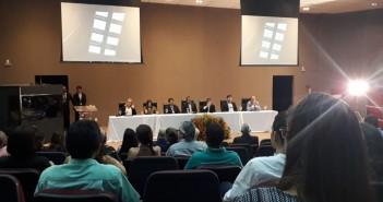 Mesa de abertura da Conferência